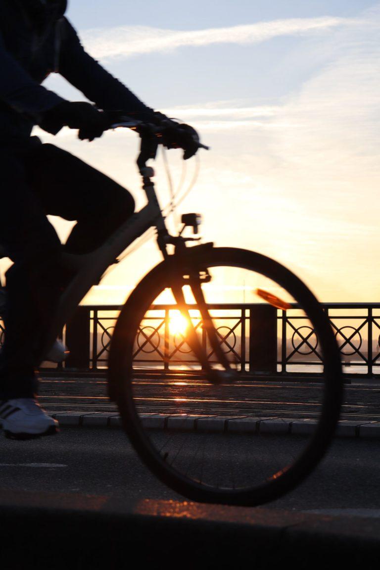 Velo au coucher de soleil